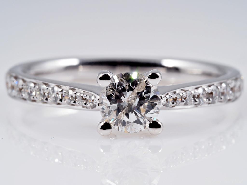 ring mit 0 81 karat solit r brillanten 750 gold wert eur ebay. Black Bedroom Furniture Sets. Home Design Ideas