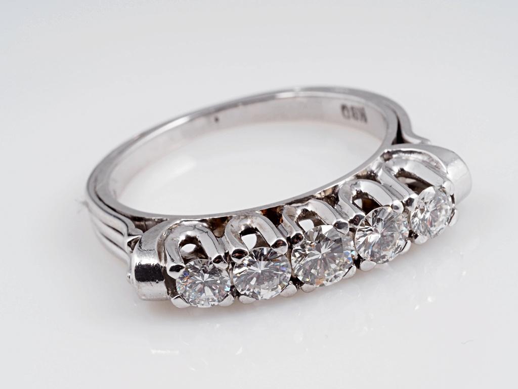 vintage ring mit 0 90 karat brillanten 750 gold wert ca. Black Bedroom Furniture Sets. Home Design Ideas