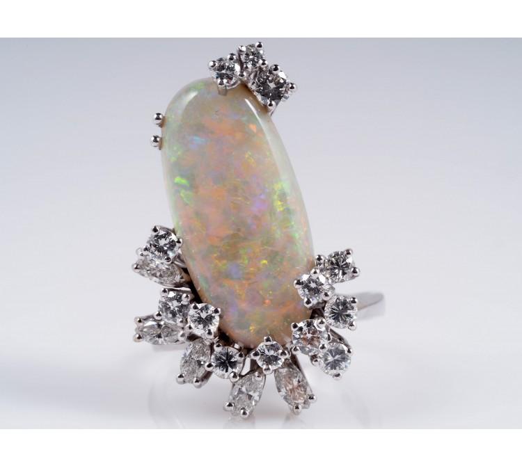 Ring 1,20 Karat Diamanten 6,00 Karat Opal 750 Gold Wert: ca. 3.150,- EUR