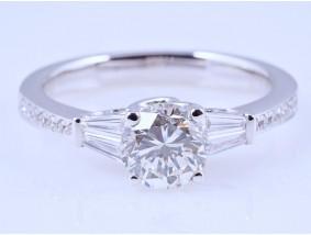 Ring 1,03 Karat Solitär Brillant 0,28 Karat Diamanten 750 Gold HRD Expertise