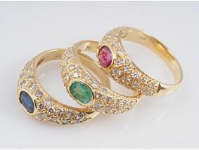 drei Ringe 1,20 Karat Brillanten 1,50 Karat Smaragd Rubin Saphir 750 Gold