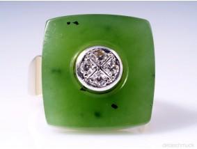 MARKEN RING mit DIAMANTEN und JADE / NEPHRIT PLATTE / 585 GOLD / um 1960 - 1970