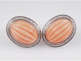 Marken Ohrringe 0,80 Karat Diamanten Engelshaut Koralle 750 Gold 18 Karat