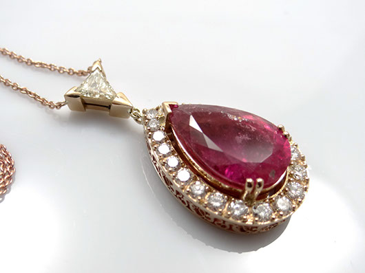 collier mit diamant brillanten und turmalin 750 gold. Black Bedroom Furniture Sets. Home Design Ideas